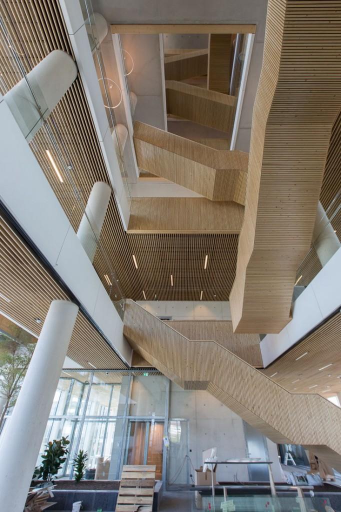 Het centrale trappenhuis van het stadskantoor. foto's Ton Desar/gemeente Venlo