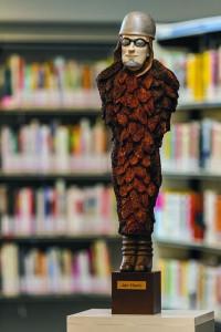 Beeld van de dichter Jan Hanlo in de bibliotheek Valkenburg. Foto: Frans Laeven