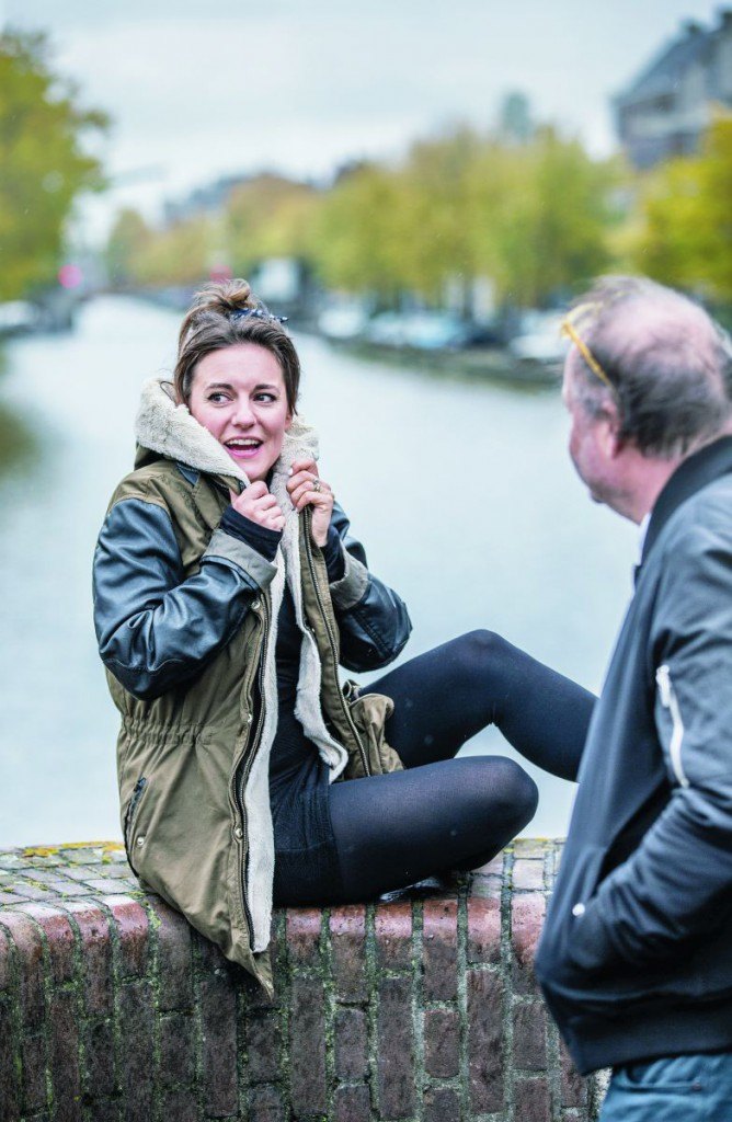 """Eva Crutzen: """"Ik sta echt wel eens voor een voorstelling met mijn wang tegen een koude muur in de coulissen."""" foto Jean-Pierre Jans"""
